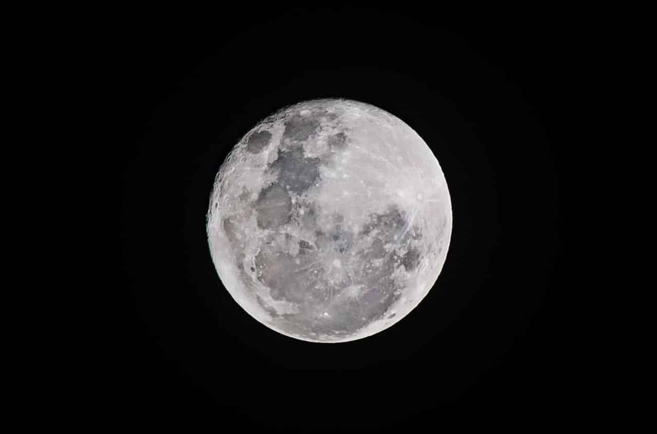 """How to Make the Most of the Full """"Worm"""" Moon in Virgo, March 2020"""