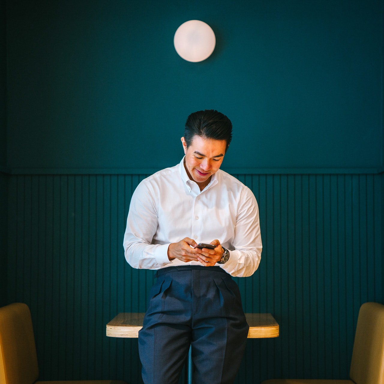 Capricorn Man Texting Style Signs He Likes You Through Text